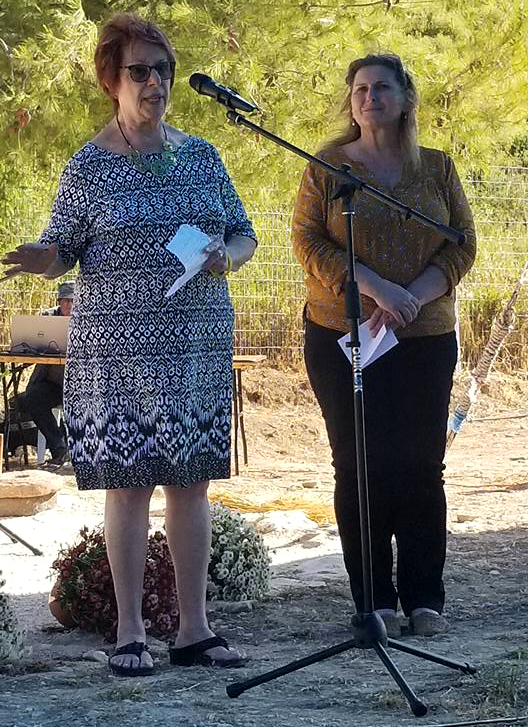 Ronna Harris Askin, Chair of the P2G Committee, speaking at the Archaeological Garden dedication